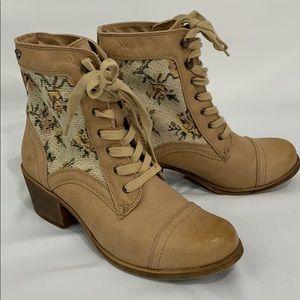 Roxy Newton tan lace up boots Like new
